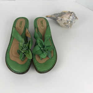 Women's Green leather BORN Sandals size 9